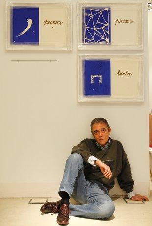 """Joan-Pere Viladecans a l'exposició """"Sinera"""". Fot. El Punt-Avui (2013)"""