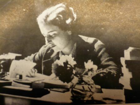 Rosa Leveroni, poeta, a la cambra pròpia (1936)
