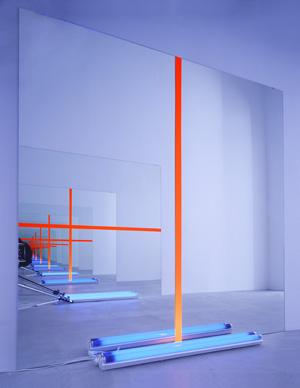 Keith Sonnier, Mirror Act, 1969-2013 Miroirs, tubes fluorescents, lumière noire 210 × 210 cm (chaque), Collection de l'artiste, avec l'amabilité de la JGM Galerie, Paris © Keith Sonnier, Adagp, Paris, 2013 / Photo Ace Gallery, Los Angeles