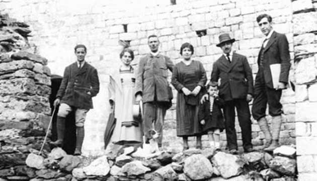 Joaquim Folch i Torres (el primer a l'esquerra) a Sant Climent de Taüll (1920)