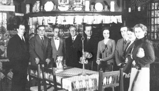 J.Folch i Torres al Museu del Cau Ferrat (Sitges) amb l'escultor Pere Jou i Maria Dolors Bertran, entre altres (1933).